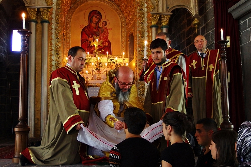 Ritual in Surp Giragos Church in Diyarbakir
